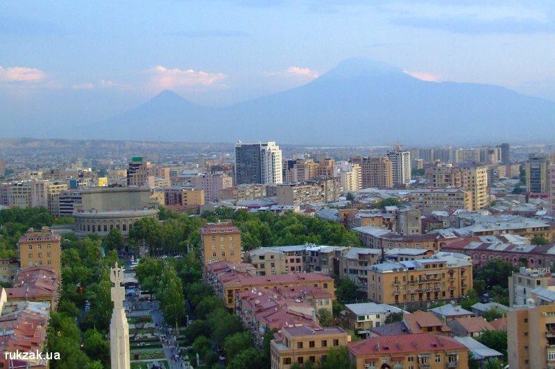 Вид на Ереван и гору Арарат с Каскада