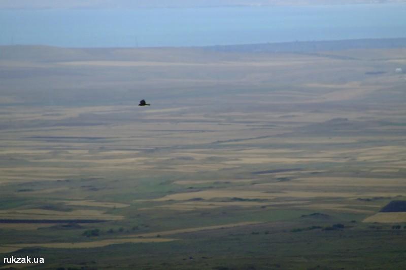 Армения. Вид с Герамского хребта на озеро Севан