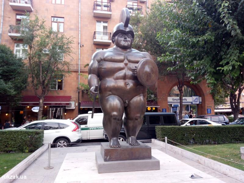 Скульптуры перед Каскадом, Ереван